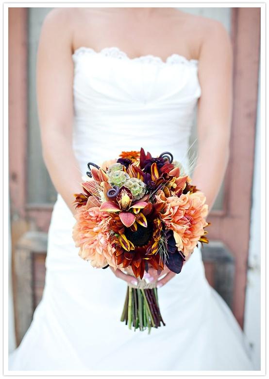 Яркий осенний букет невесты