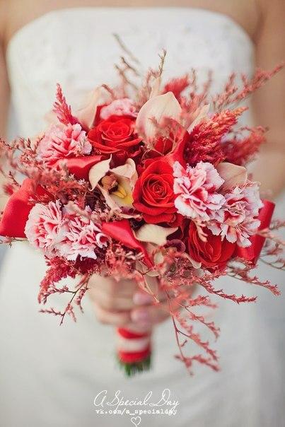 Букет невесты в коралловой гамме