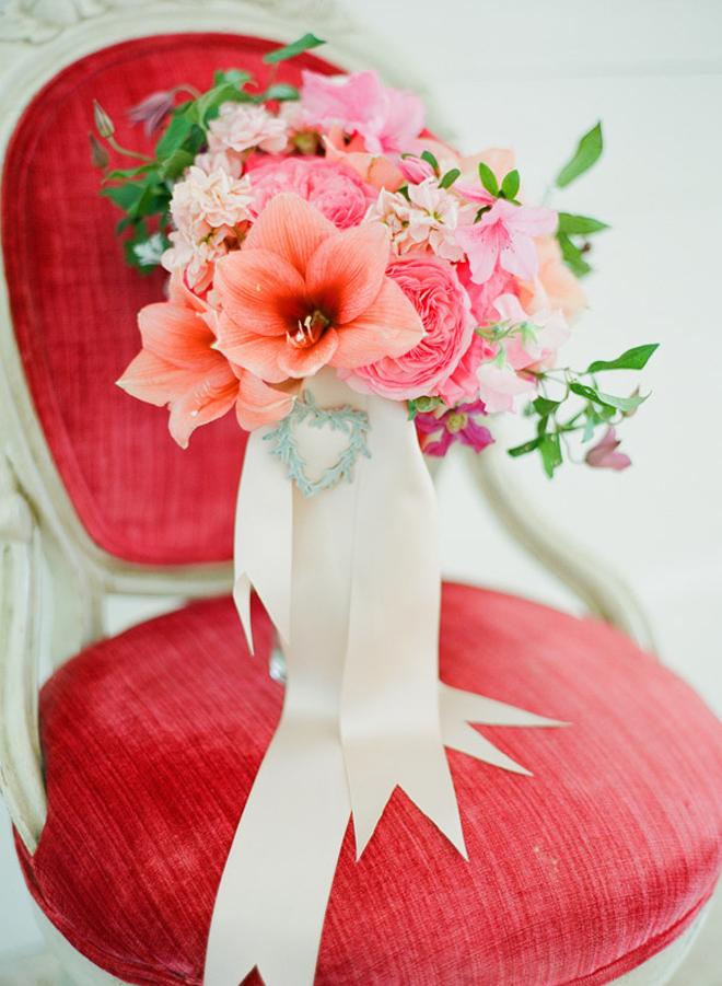Персиково-розовый букет невесты