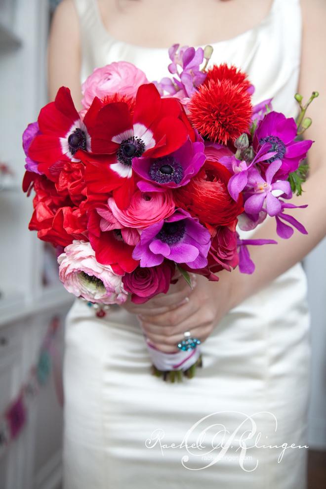 Красно-фиолетовый букет невесты