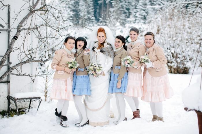 Подружки невесты в костюмах
