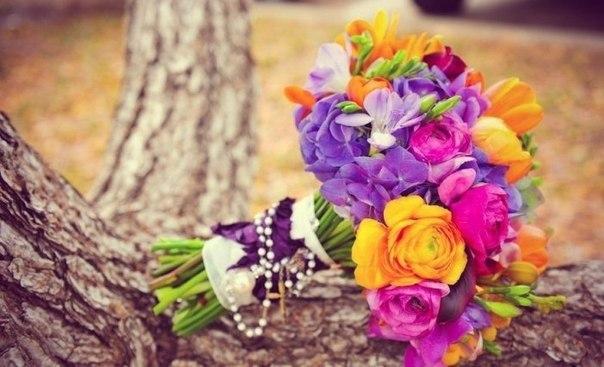 Яркий потрясающий букет невесты