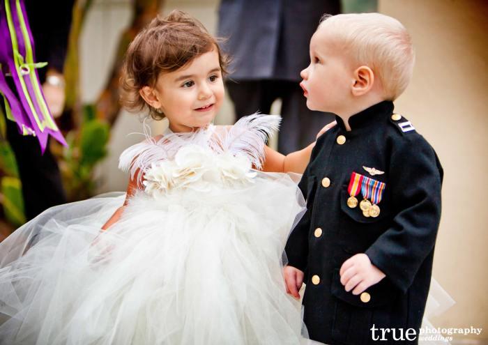 Ребенок в военной форме на свадьбе