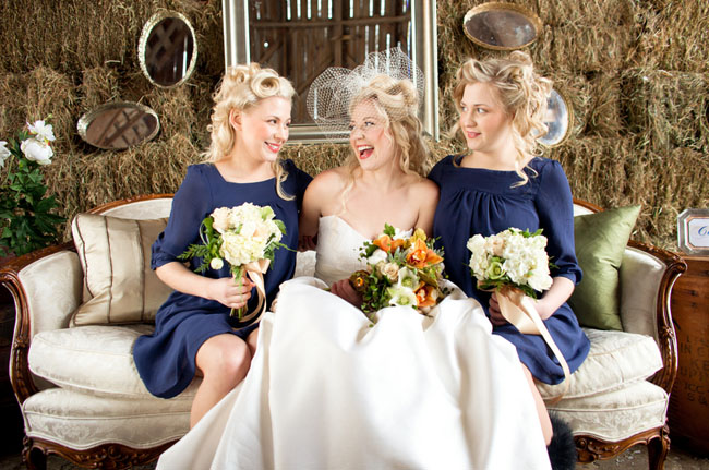 Подружки и невеста на сеновале