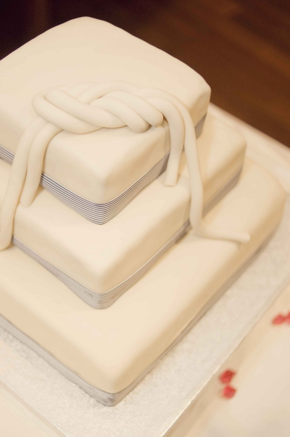 Свадебный торт с морским узлом
