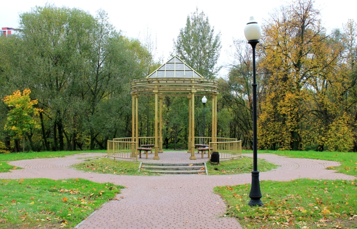 Сквер у м. «Ботанический сад»
