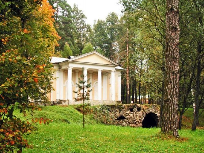 Охотничий домик с гротом в Валуево
