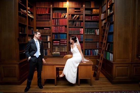 Свадебная фотосессия в библиотеке