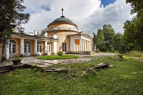 Усыпальница – мавзолей Волконских в Суханово