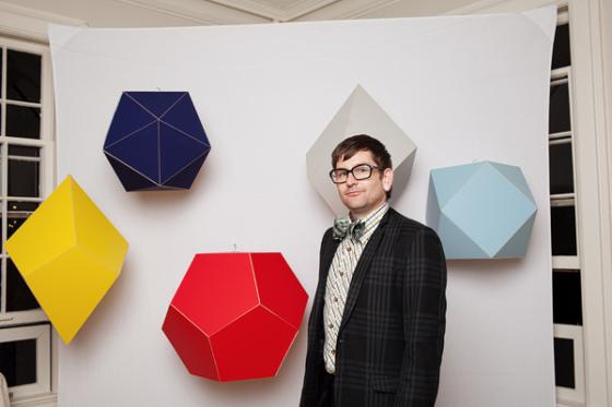 Пресс-волл на свадьбу с геометричными фигурами