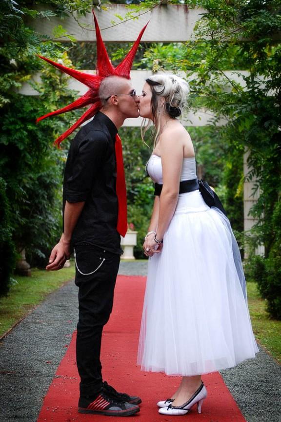 Тема свадьбы: панк-рок