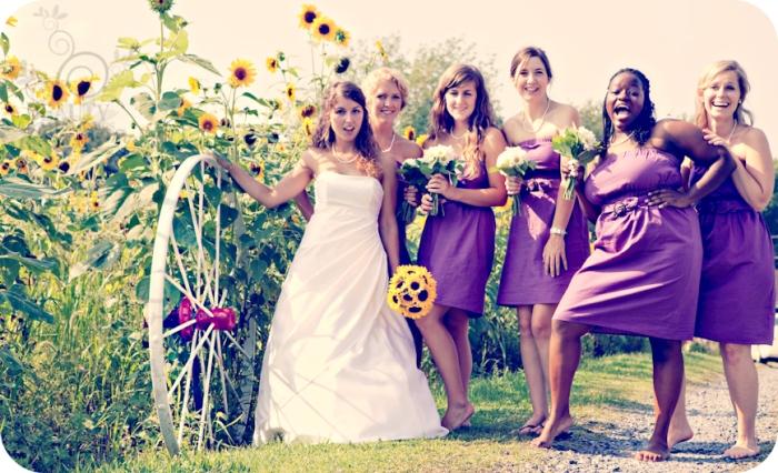 Подружки невесты с подсолнечниками