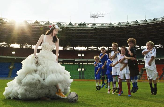 Невеста на стадионе