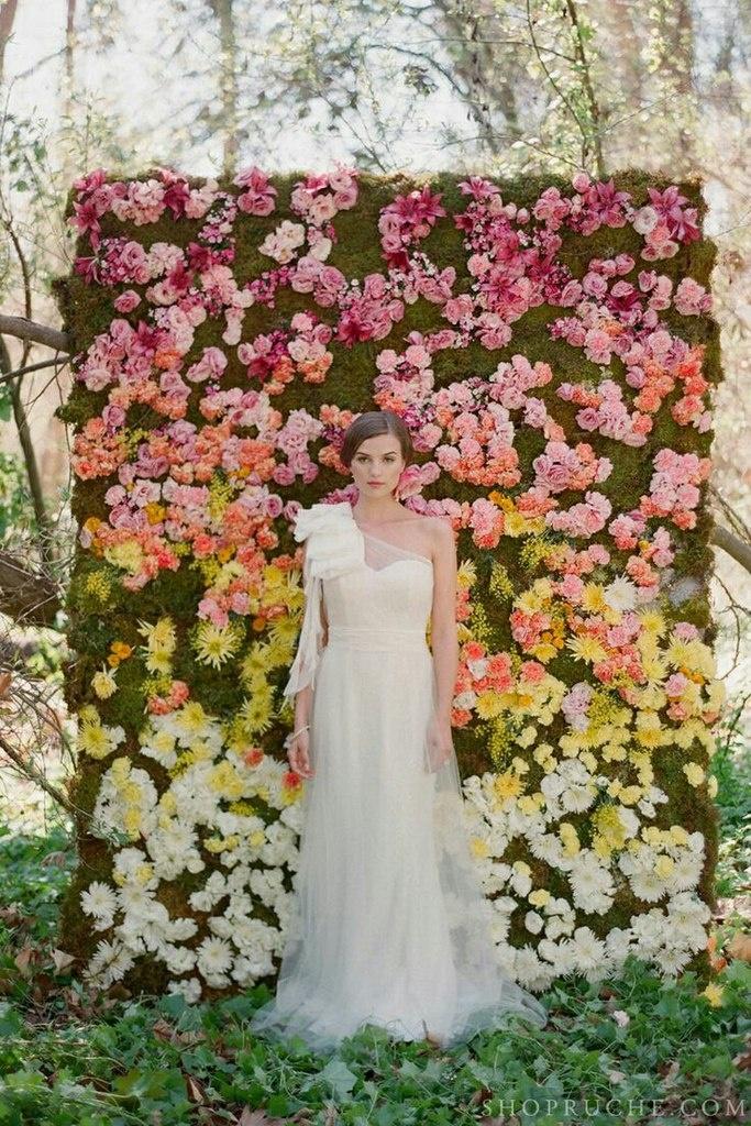 Фотостена из цветов на свадьбу