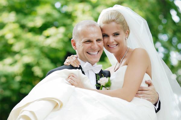 Настроение новобрачных на свадьбе