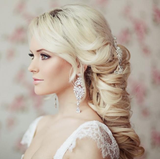 Прическа на свадьбу для блондинок