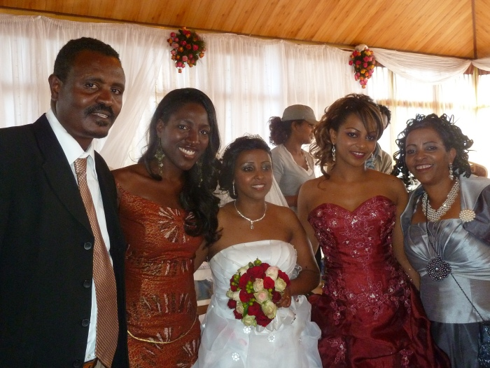 Гости на африканской свадьбе