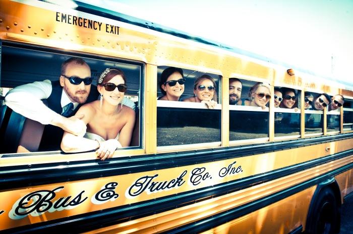 Школьный автобус в качестве авто на свадьбу