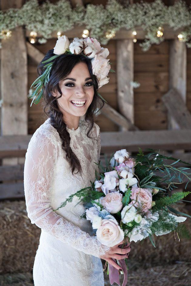 Цветы в волосах невесты