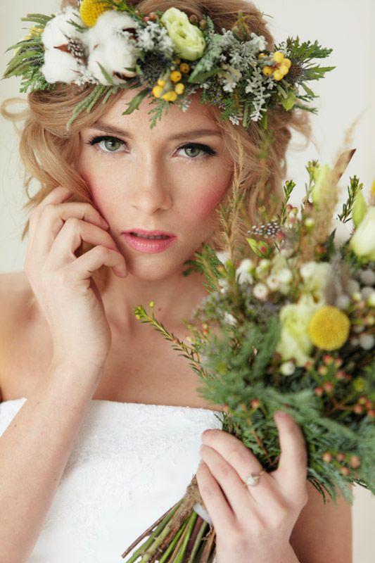 Хлопок в венке невесты