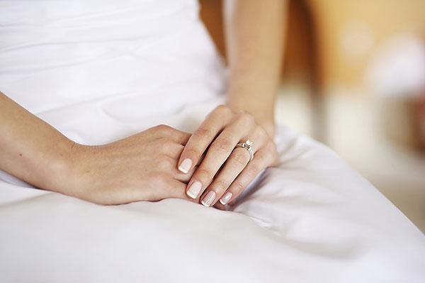 Красивые руки невесты