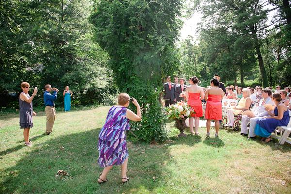 Как гости мешают съемкам на свадьбе