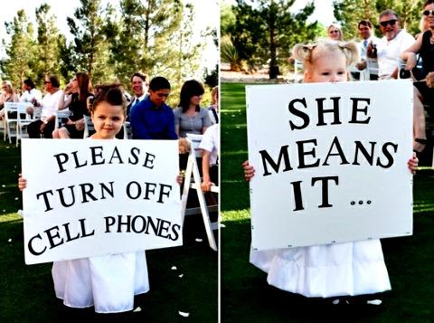 Выключите мобильные телефоны и не снимайте