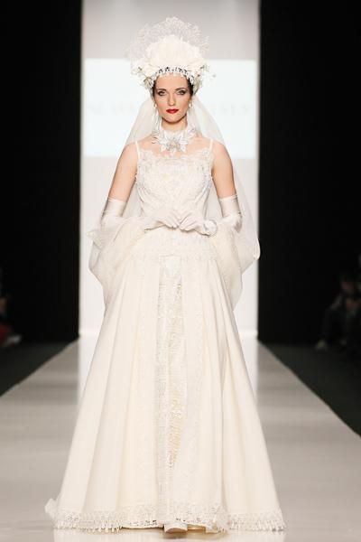 Невеста с головным убором