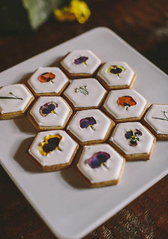 Печенья в виде сот на свадьбу