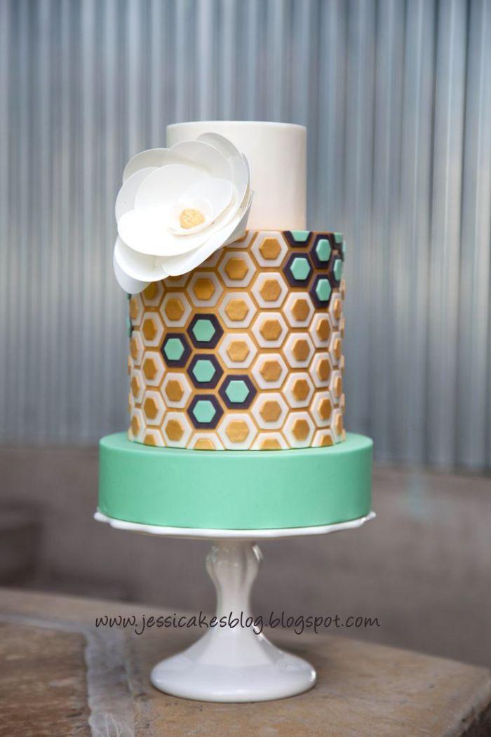 """Торт для свадьбы в стиле """"любовь и мед"""""""