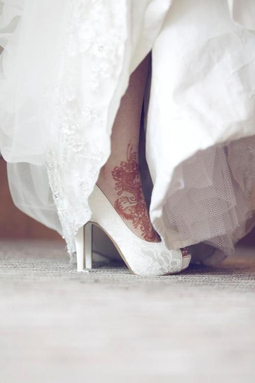 Роспись хной на современной свадьбе