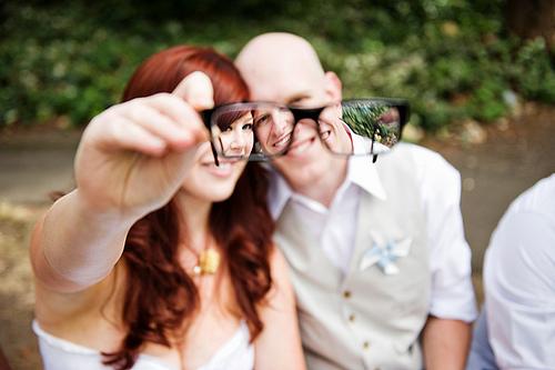 На свадьбе в очках