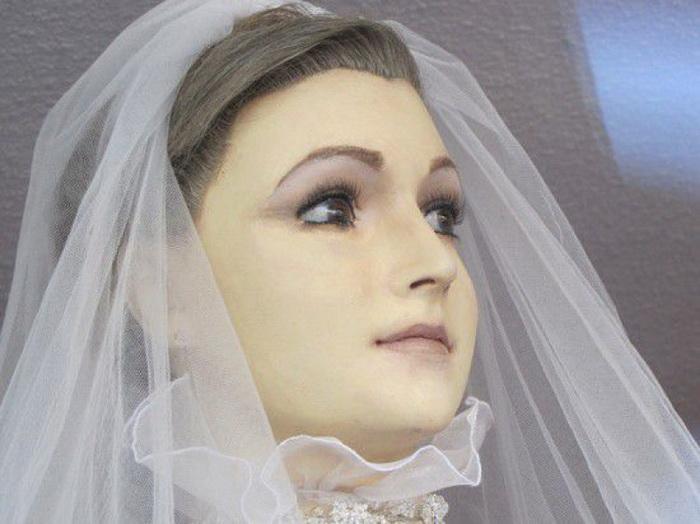 Pascualita манекен в свадебном салоне