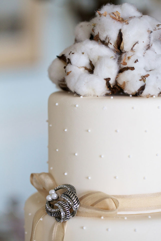 Хлопок на свадебном торте
