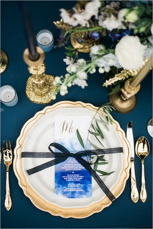 bluewhiteandgoldplacesetting