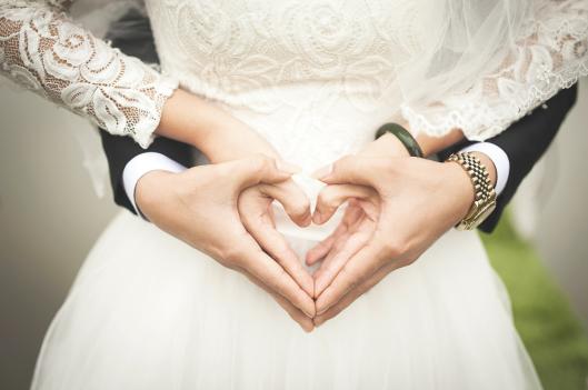 weddingcouplehearthand